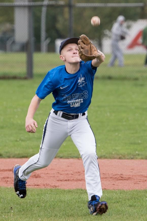 Leon Kaufmann - Flyball running catch - focus - open glove toward ball