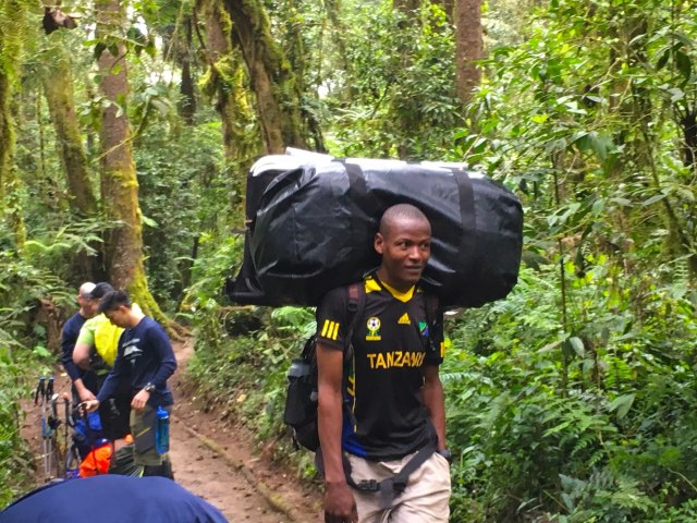 The Porters Are Amazing! Sometimes Carry 20kg On Their Head!