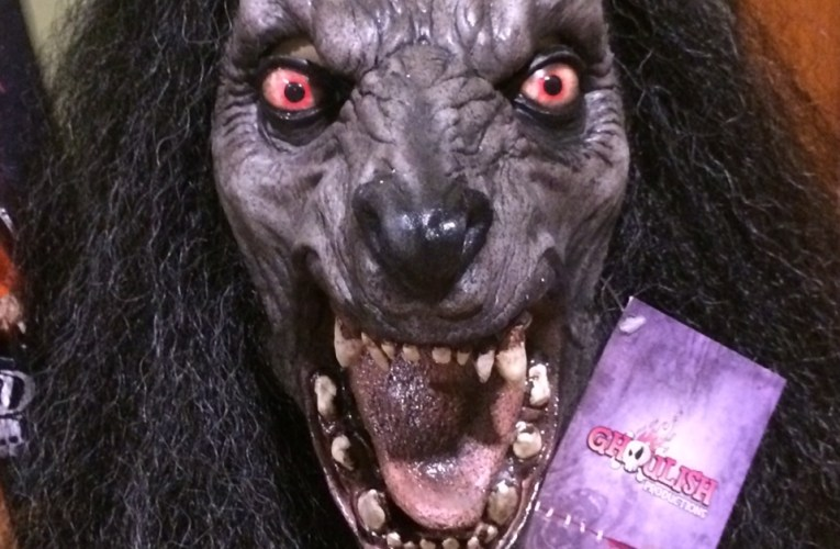 MONSTROUS MASK REVIEWS: Black Moon by Ghoulish Productions