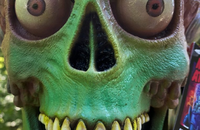 MONSTROUS MASK REVIEWS: Mars Attacks Soldier Martian by Trick 'R Treat Studios