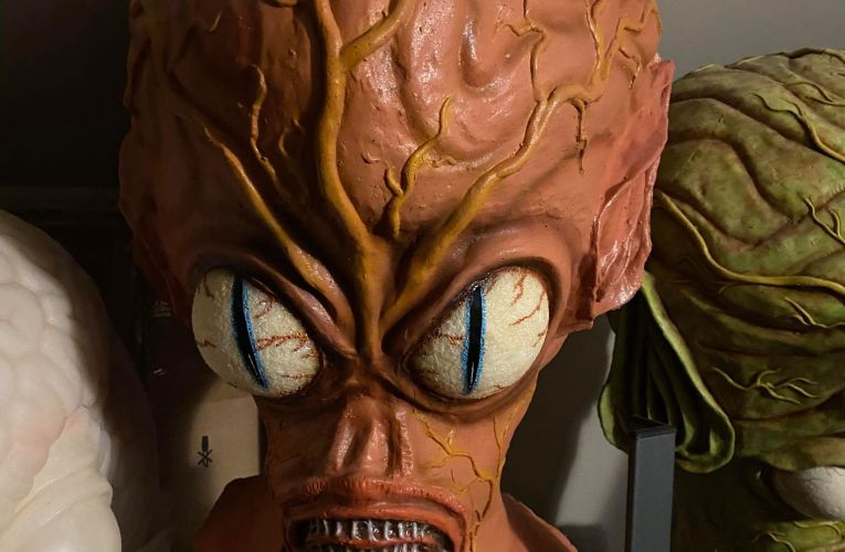 MONSTROUS MASK REVIEWS (SPECIAL EDITION): Invasion of the Saucer-Men Masks
