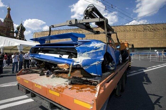 Porsche которые ри протаранила авария произошла возле входа казино monte игровые аппараты три туза