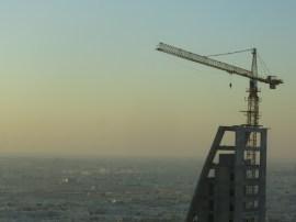 Die kraan staat echt hoog, we staan op de 31e etage