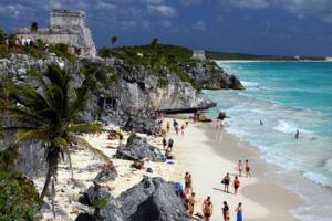 basgann-meksika-cancun-plaji