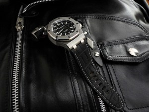 Audemars Piguet Diver on SuperMatte Alligator watch strap hand saddle stitched with Slate Grey French Linen Thread