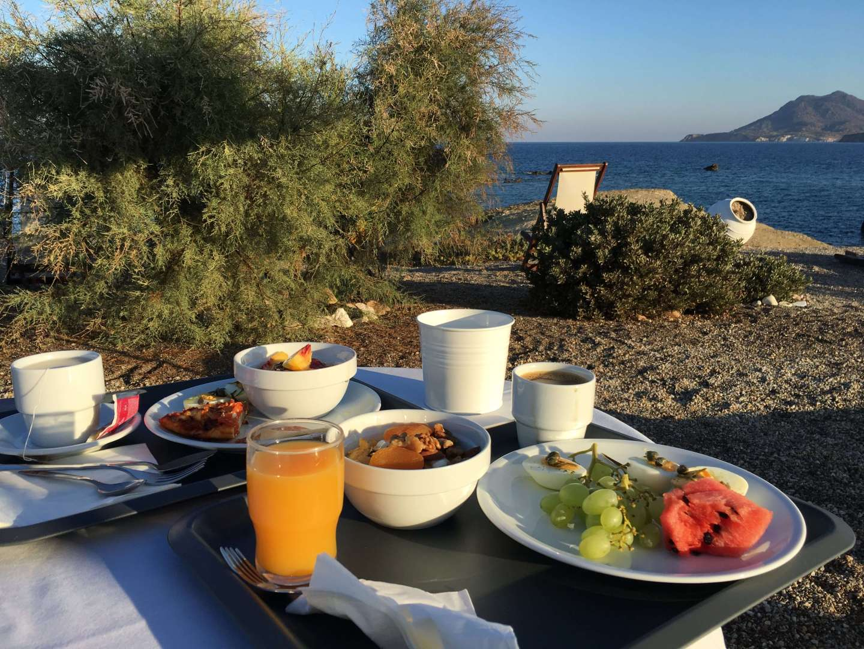 Breakfast at Tania Milos