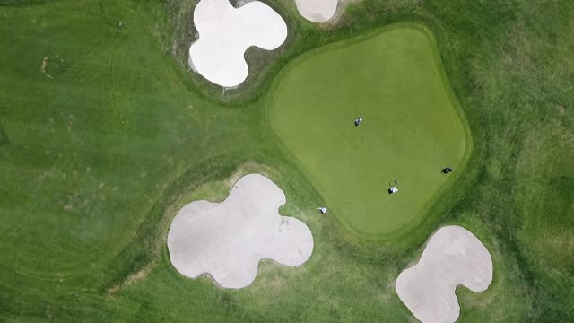 You are currently viewing golfing-in-green-paradise-mp4