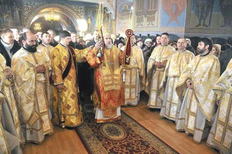liturghie-arhiereasca-la-biserica-sfantul-ioan