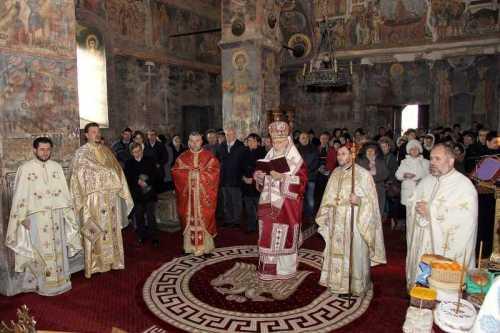 IPS Calinic la Biserica sf. Nicolae Curtea de Argeş