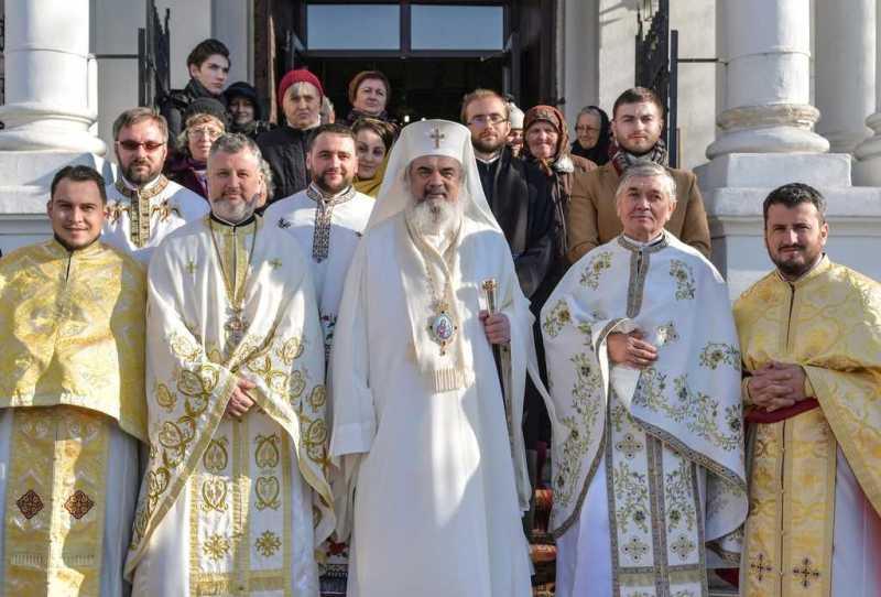patriarhul-daniel-sf-ier-nicolae-este-un-om-care-cunoaste-ca-fericirea-omului-vine-din-insasi-prezenta-harului-lui-dumnezeu-in-el