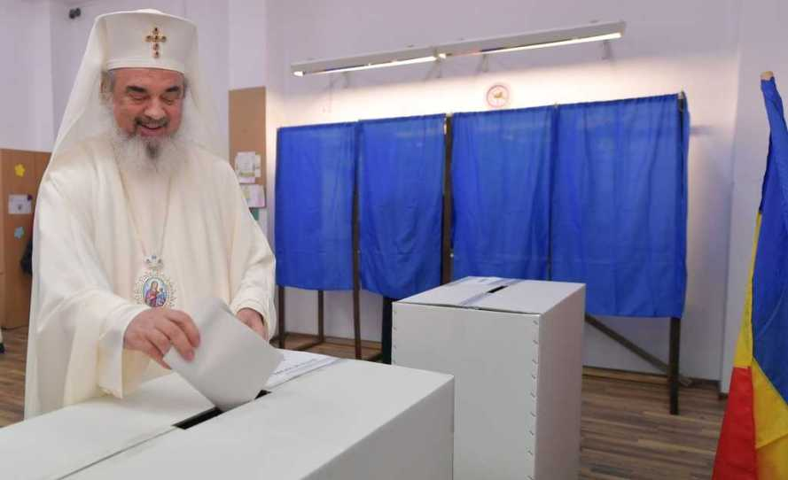 Patriarch of Romania votes in Bucharest, parilamentary elections 2016
