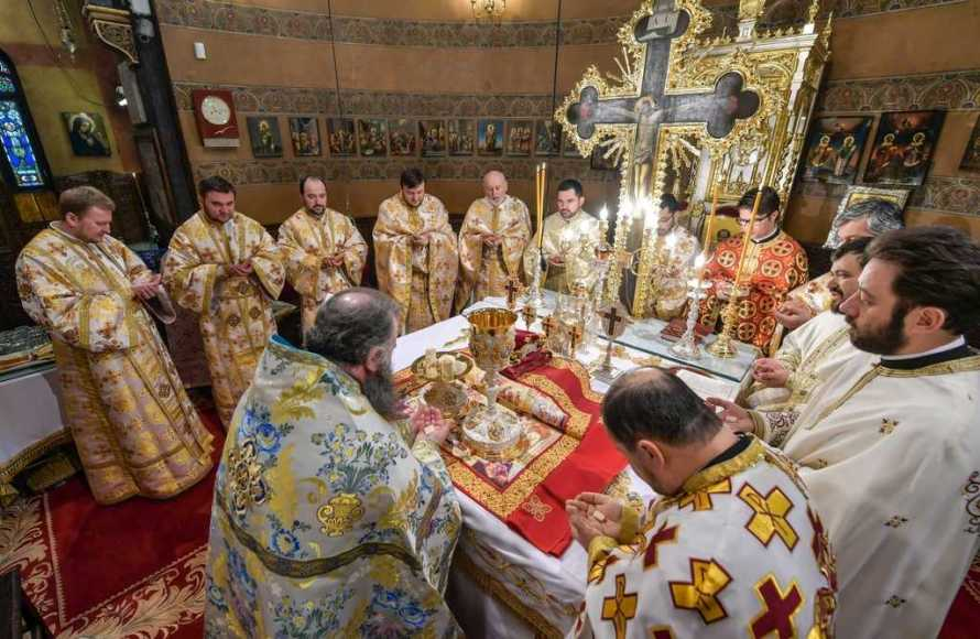 St Gregory of Nyssa celebrated in Bucharest. Believers venerated the relics of the Saint