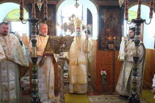 IPS Laurenţiu slujind în Parohia Rod