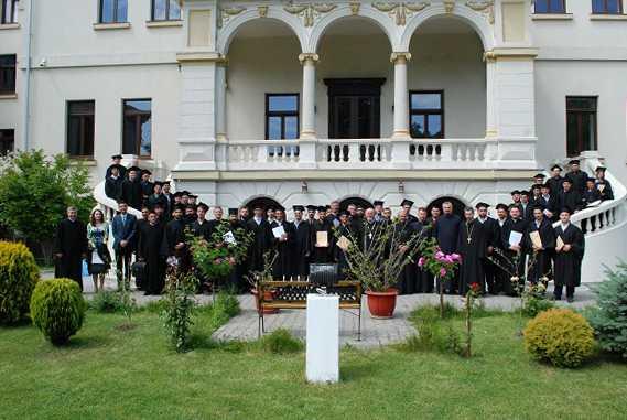 Eveniment festiv pentru absolvenţii Facultăţii de Teologie din Craiova