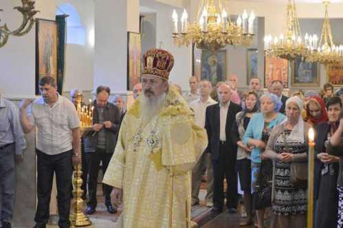 IPS Petru slujind la Chişinău (3)
