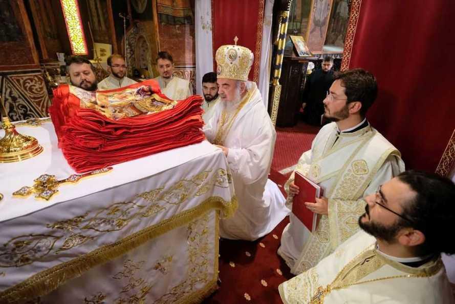 Să nu mai trăim egoist, ci să trăim deschis iubirii lui Dumnezeu şi ajutorării semenilor noştri, îndeamnă Patriarhul Daniel (4)