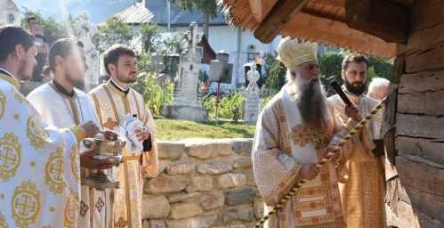 IPS Varsanufie la sfinţirea bisericii din Mlăceni