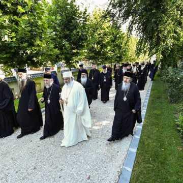 Patriarhul Daniel si membrii Sfantului Sinod al Bisericii Ortodoxe Romane au vizitat Parcul Resedintei Patriarhale (8)