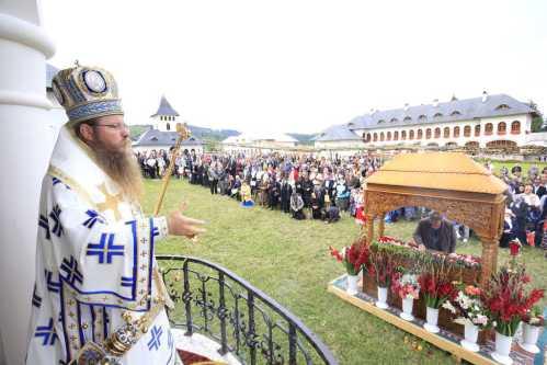 Hram Izvorul Mureşului (1)
