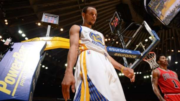OAKLAND, CA - JANUARY 27: Stephen Curry #30 of the Golden State Warriors while facing the Chicago Bulls on January 27, 2015 at Oracle Arena in Oakland, California. NOTE TO USER: User expressly acknowledges and agrees that, by downloading and or using this photograph, user is consenting to the terms and conditions of Getty Images License Agreement. Mandatory Copyright Notice: Copyright 2015 NBAE (Photo by Noah Graham/NBAE via Getty Images)