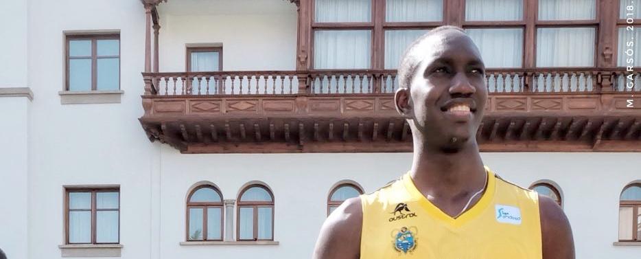 Niang cree que Txus Vidorreta es el entrenador ideal para «mejorar como jugador»