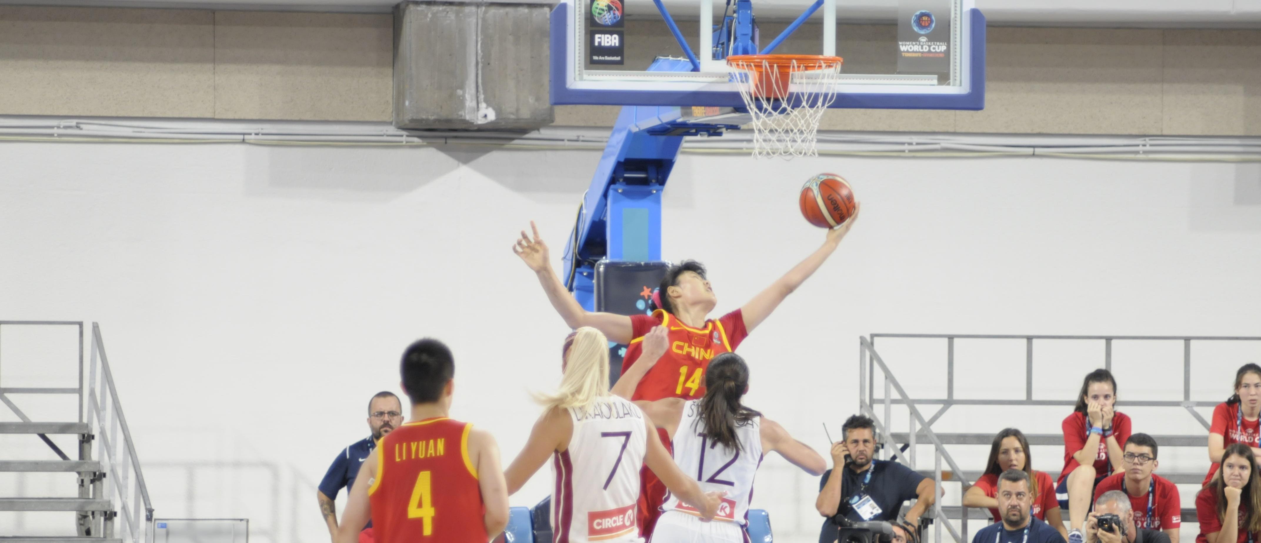 China ganó con sufrimiento a una combativa Letonia el partido inaugural del Mundial de Tenerife
