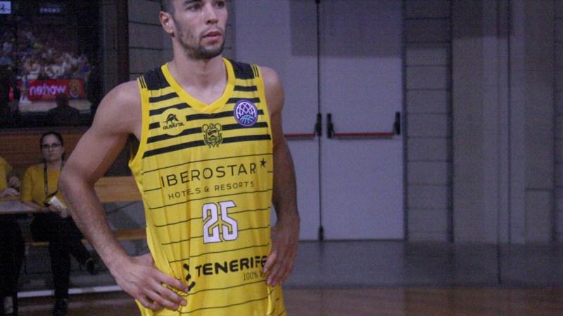Álex López recibió puntos en su ceja izquierda