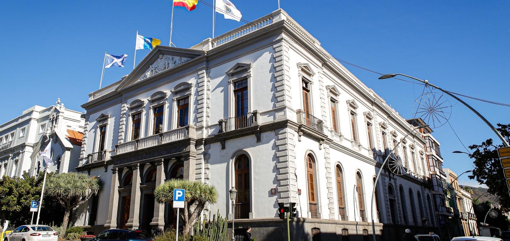 El Ayuntamiento de Santa Cruz de Tenerife declara la emergencia en el techado de las canchas deportivas de cinco colegios