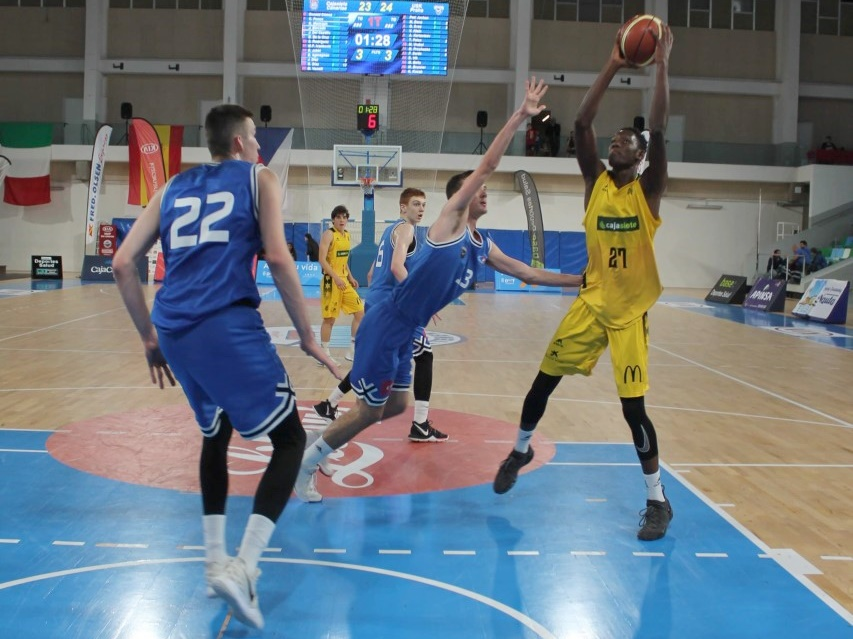 El CajaSiete Canarias busca las semifinales del 'XXIII Fred Olsen Express International Basketball Tournament'