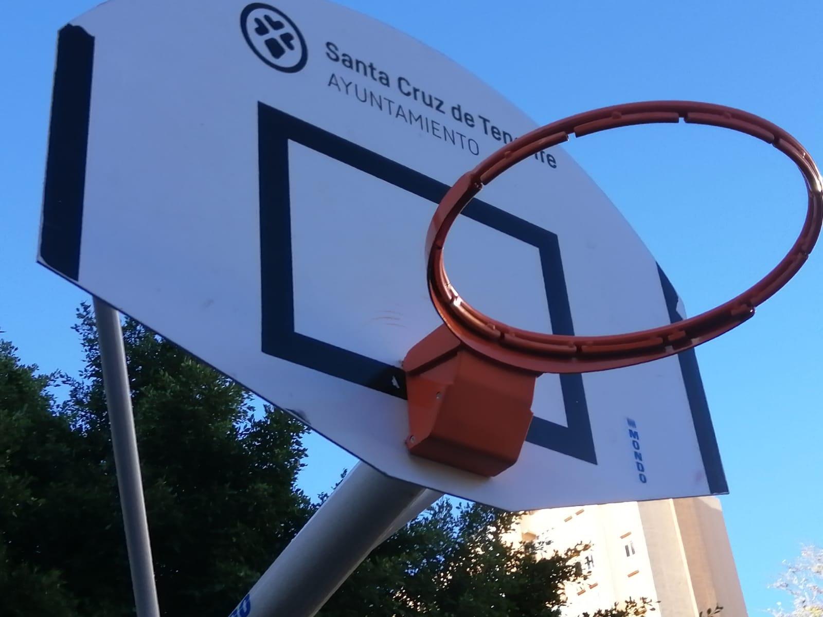 El Ayuntamiento de Santa Cruz de Tenerife instala nuevos aros en el Parque de Don Quijote