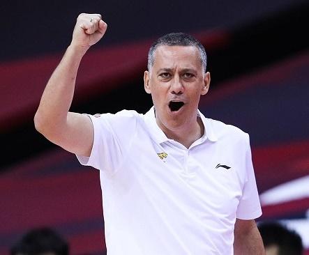 Martínez gana el primer partido de semifinales y está a un triunfo de la final en China