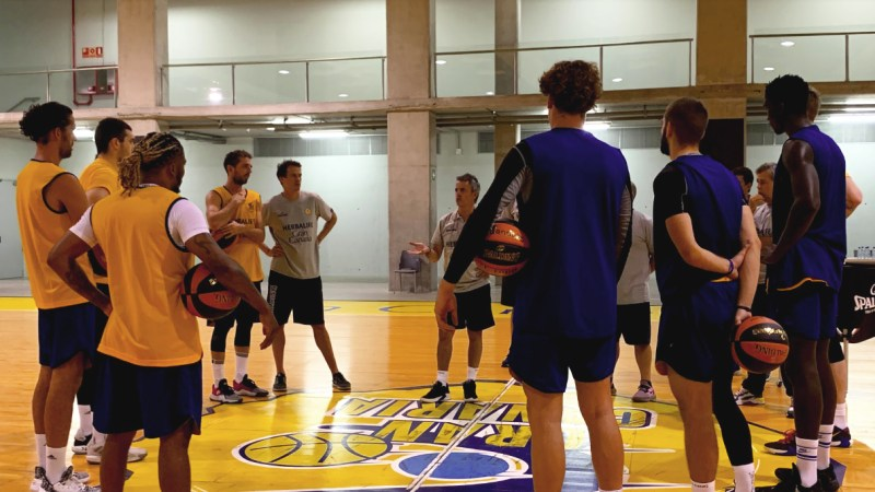 [VÍDEO] El Gran Canaria-Claret comenzó los entrenamientos de pretemporada con los jugadores y entrenadores disponibles