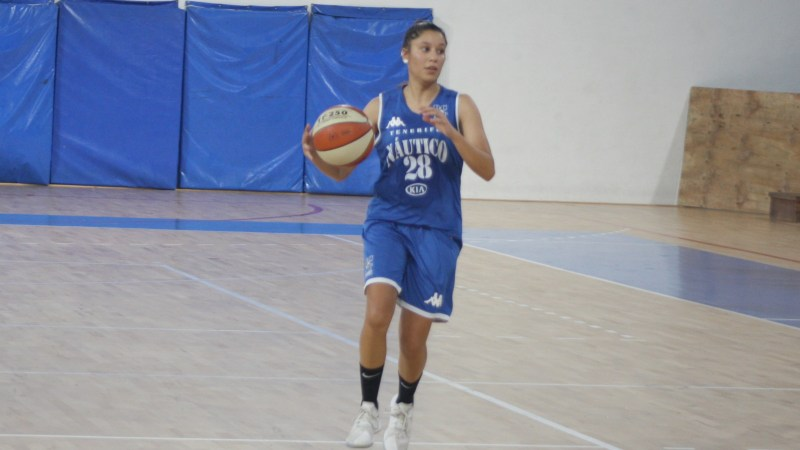 Lidia Bacallado, refuerzo de lujo para la dirección de juego del Tenerife Central