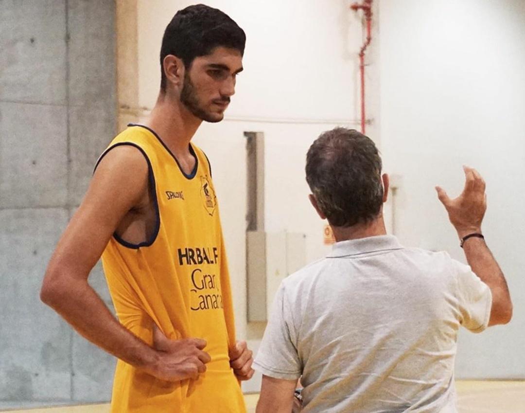 Santi Aldama entrena con el Gran Canaria-Claret de ACB