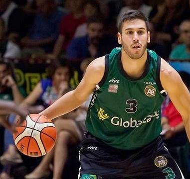 Víctor Aguilar sigue demostrando que le queda pequeña la categoría y guía a Albacete Basket a su undécima victoria