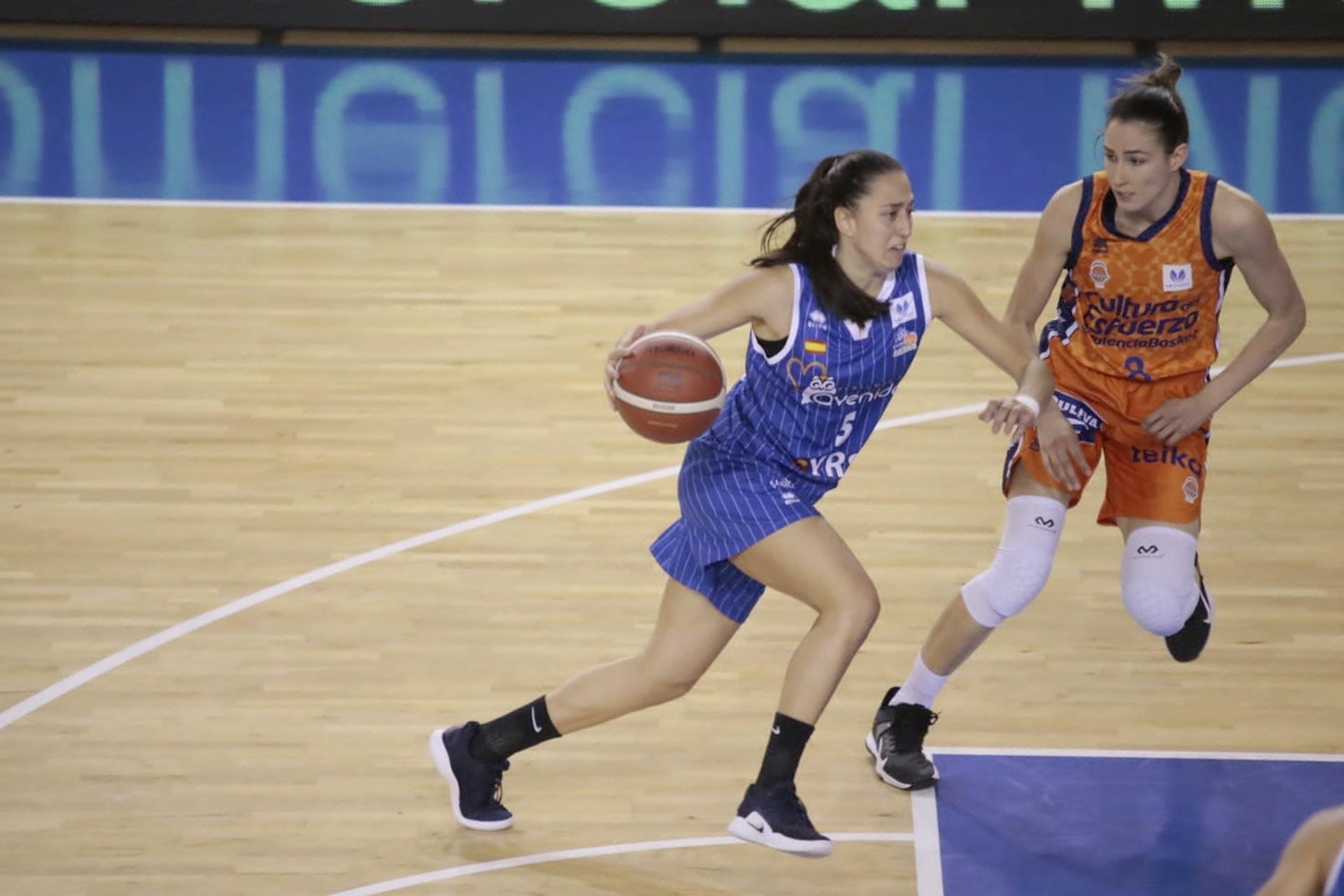 Maite Cazorla destaca en Avenida, que gana a Valencia y queda como único invicto de Liga Femenina