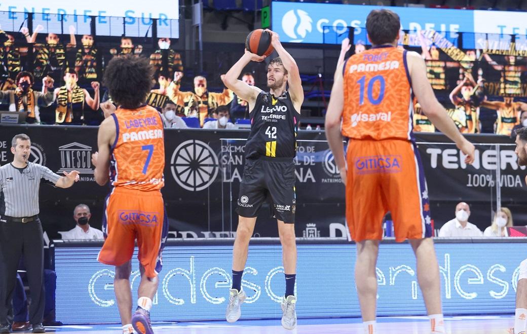 Paso de gigante aurinegro hacia las cuatro primeras posiciones de ACB tras ganar a Valencia