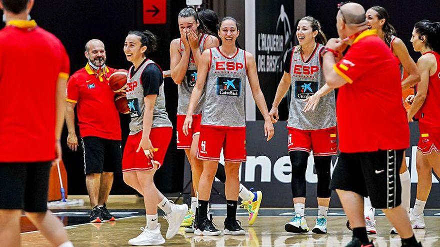 Cazorla hace realidad su sueño de compartir selección con Silvia Domínguez