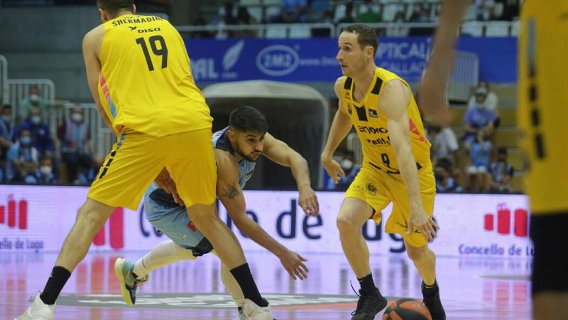 Marcelinho Huertas pudo jugar, a pesar de sus dolores de rodilla