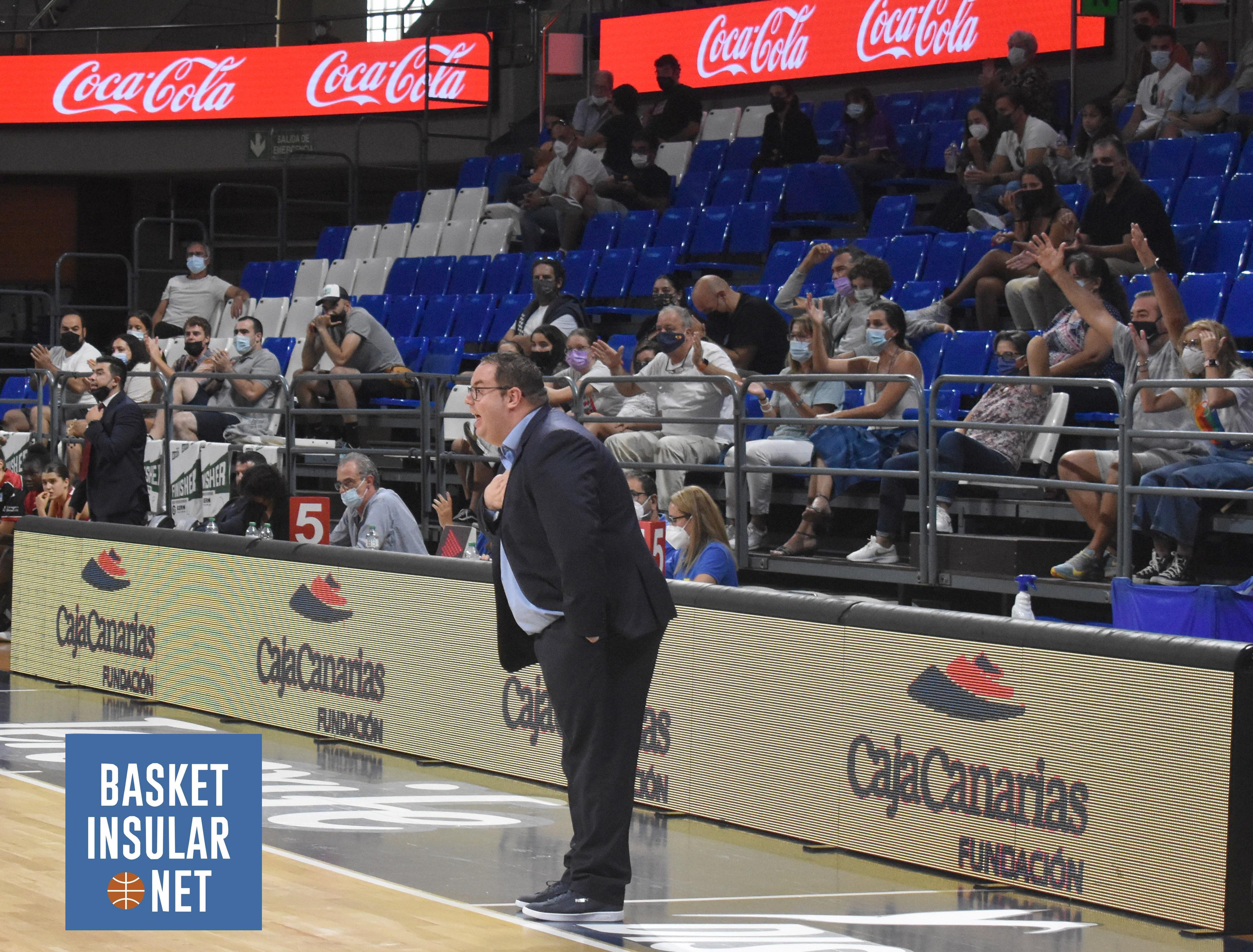 García pide que los aficionados al baloncesto de Tenerife vayan a ver al Clarinos