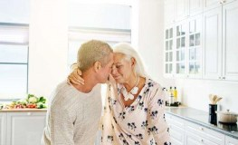 بـ 10 طرق غير تقليدية: جدد حُبك مع شريكة حياتك