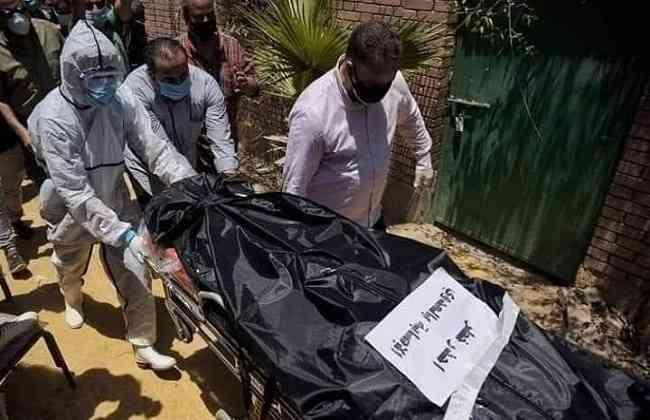 بالصور..دفن رجاء الجداوي بعد الصلاة عليها مرة أخرى أمام المقابر
