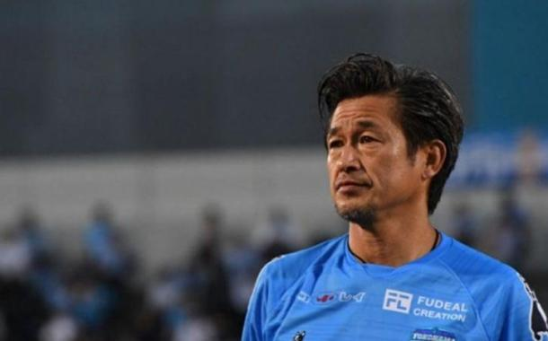 فريق ياباني يمدد عقد لاعب عمره 54 عاماً