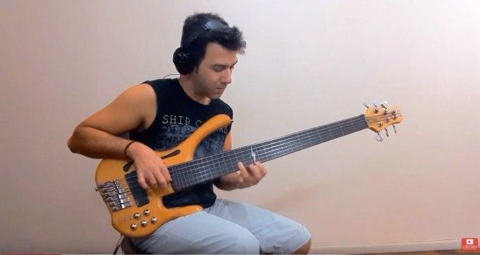 MGベースの6弦ベースDesert