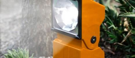 """ScoutLED Beghelli: lampada portatile LED per uso """"outdoor"""" con autonomia fino a 85 ore e funzione anti black-out"""