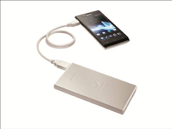 I caricabatterie USB portatili SONY CP-F1L e CP-F2L, a batterie litio-polimero, uniscono alta capacità, rapidità di ricarica e design ultra-sottile in alluminio