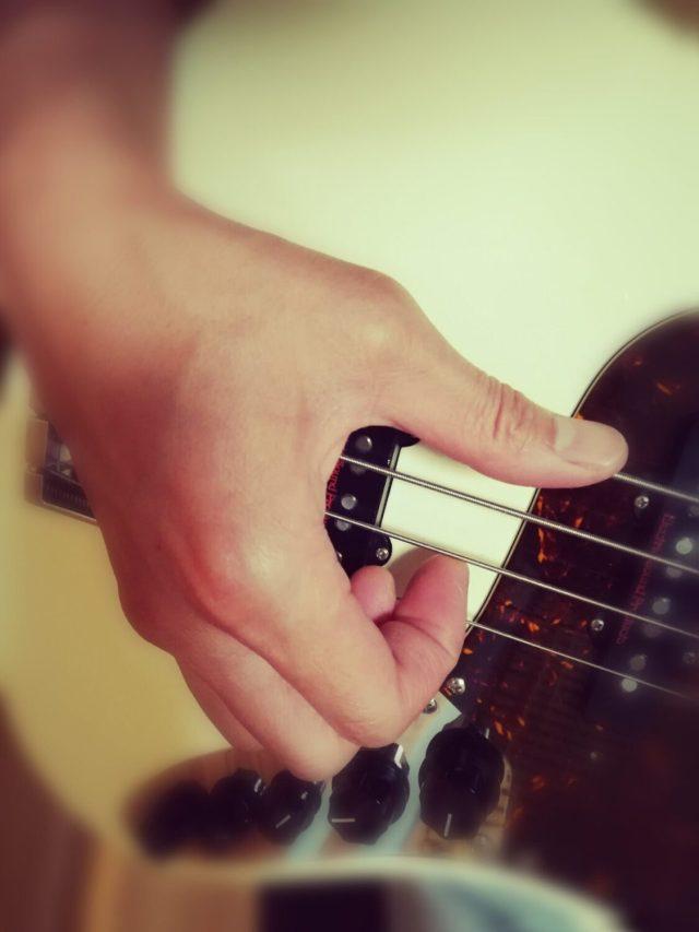 いかりや長介は親指でベースを弾いていた!