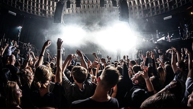バンドの人気を高める方法~ライブを主催しよう!