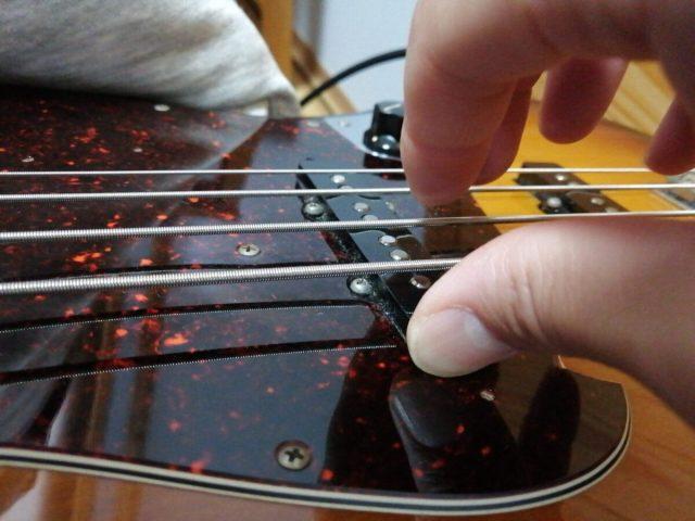 ツーフィンガーで弾く場合、中指から弾く?それとも人差し指から?両方出来たほうがいい!