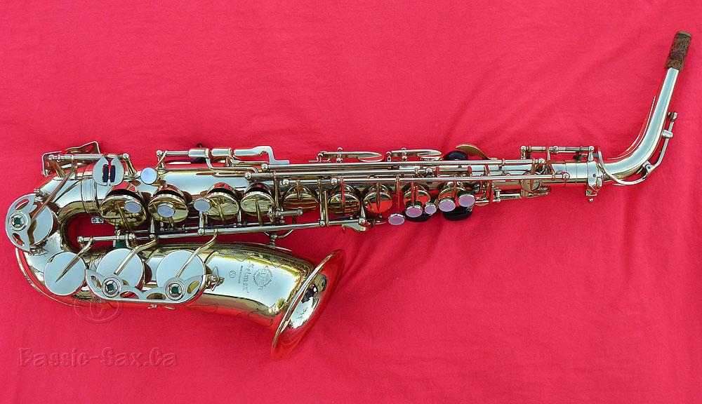 Selmer Mark VI alto sax, gold sax, red background